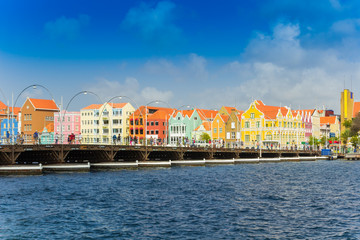 Fototapete - view at pantoon bridge and downtown in Willemstad, Curacao