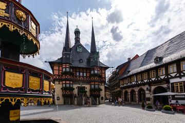 Rathaus Wernigerode mit Brunnen am Marktplatz
