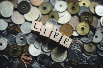 LIFEと日本円硬貨