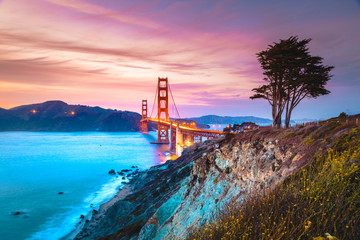 Wall Mural - Golden Gate Bridge at twilight, San Francisco, California, USA