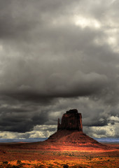 Fototapete - Cloudy Skies Monument Valley Navajo Nation