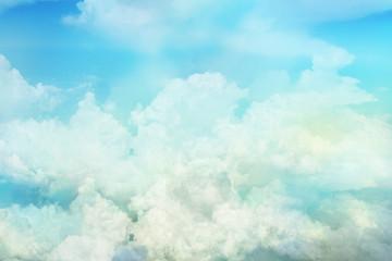 上空に浮かぶ雲