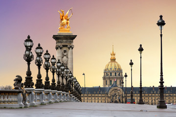 Poster Centraal Europa Beautiful sunrise at the Pont Alexandre III and Les Invalides in Paris