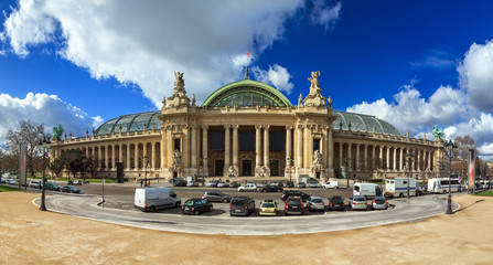 180 degree panoramic view of the Grand Palais in Paris, seen from the Petit Palais Fototapete