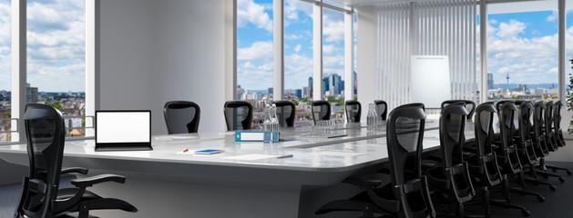 Konferenzraum mit Computer Monitor auf Tisch
