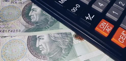 Kalkulator i polskie banknoty 100 zł