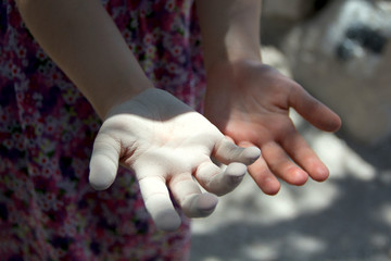 children's hands with dust;