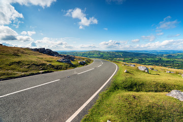 Black Mountain Road in Wales Fototapete