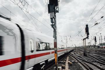 Zug während der Fahrt Frankfurt am Main