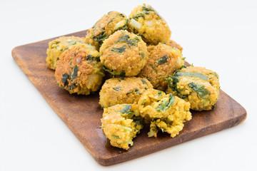 fresh vegetarian falafel balls on cutting board