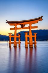 Foto op Aluminium Japan Großes Torii des Itsukushima Schreins in Miyajima, Japan