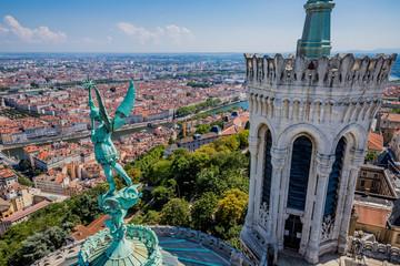 Archange Saint-Michel sur les toits de la basilique de Fourvière