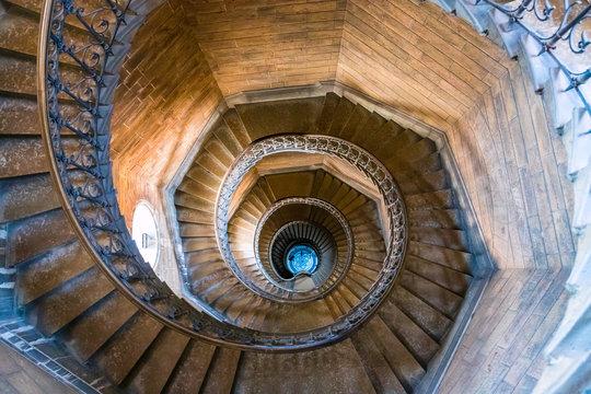 Les escaliers de la tour de la Basilique Notre-Dame-de-Fourvière