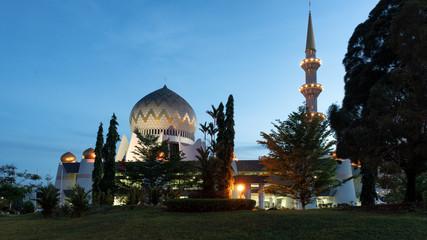 Fotobehang Seoel Sabah State Mosque beautiful religious article in Kota Kinabalu, Malaysia at dawn.