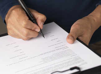 Businessman sign the signature on contract