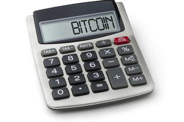 Taschenrechner mit dem Wort Bitcoin im Display