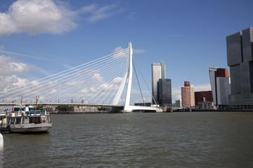 Photo sur Aluminium Rotterdam Erasmusbrücke mit Skyline, Rotterdam, Rhein-Maas-Delta, Holland, Niederlande, Europa