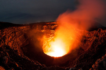 Lava im Vulkan Krater des Masaya Vulkans in Nicaragua