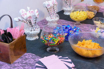 Table with snaks for a Sweet Sixteen party