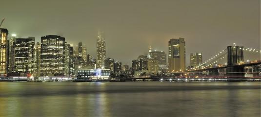 Manhattan e ponte di Brooklin di sera