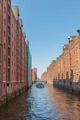 Hamburg - Hafencity - Lagerhäuser am Kanal