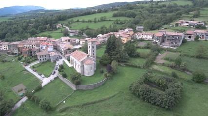 Dron en Mollo. Pueblo de Girona en Cataluña, España