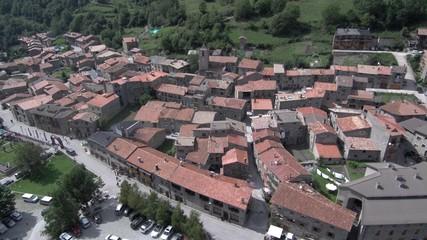 Setcases desde el aire. Pueblo de Gerona en Cataluña, España. Fotografia con Drone