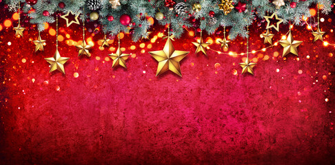 Fotomurales - Christmas Card - Fir Garland With Hanging Stars On Red Wall
