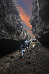 Bimbo in escursione sul vulcano Etna, Sicilia, Italy