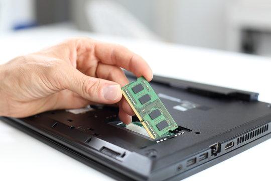 Laptop Notebook Reparatur oder Arbeitsspeicher Aufrüstung