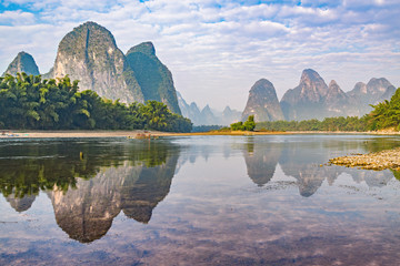 Zelfklevend Fotobehang Guilin Sunrise view of Li River by Xingping. China.