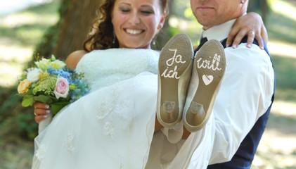 die Braut auf Händen tragen