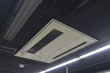 駅のエアコン