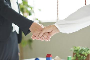 ビジネス 握手 信頼