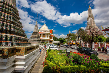 Bangkok: September 1, 2018, tourists, groups of people visit the beauty of (Wat Arun Ratchawararam Ratchawaramahawihan), which is close to Tha Tian Express Boat Pie, overlooking the Chao Phraya River