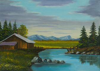 Fluß neben einer Scheune mit Bergen im Hintergrund