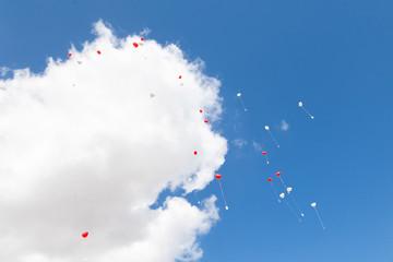 Hochzeitsballons steigen lassen