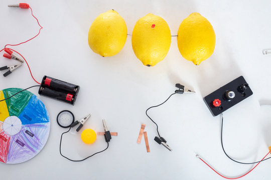 The experiment of producing electricity with lemons for kids