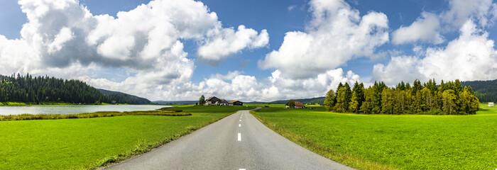 Straße im Schweizer Jura