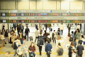 新宿駅西口・改札口前