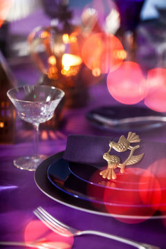 Décor Noël ultra violet laiton couleurs guirlandes