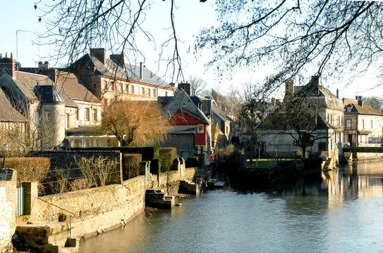 Ville de Rugles, la ville aux bords de l'eau en hiver, département de l'Eure, Normandie, France