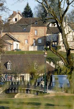 Ville de Rugles, maison à colombage et pont, département de l'Eure, Normandie, France
