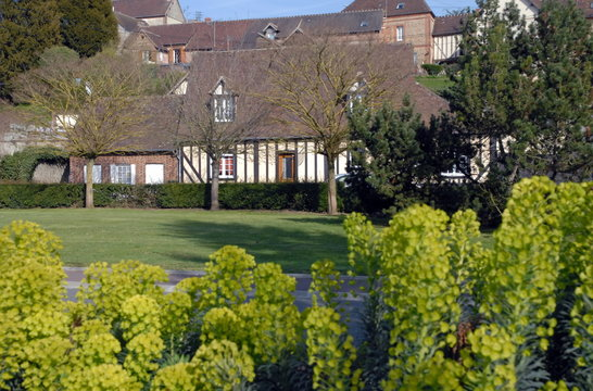 Ville de Rugles, maison normande à colombages entourée d'un parc, département de l'Eure, Normandie, France