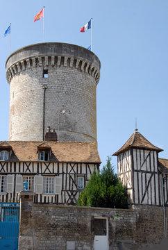 Ville de Vernon, Tour des Archives, vestige du château fort construit par Philippe-Auguste à la fin du 12ème siècle (Jardin des Arts), département de l'Eure, Normandie, France