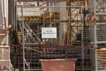 Schild an einer Baustelle in Baden-Baden