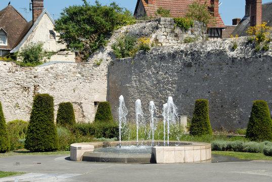 Ville de Vernon, jardin des Arts, vestiges et jets d'eau, département de l'Eure, Normandie, France