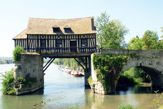 Ville de Vernon, Le Vieux Moulin, bâti au XVIe sur le pont médiéval, département de l'Eure, Normandie, France