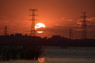湖辺の夕日