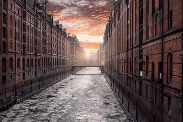 Hamburg, Speicherstadt mit Eis im Wasser